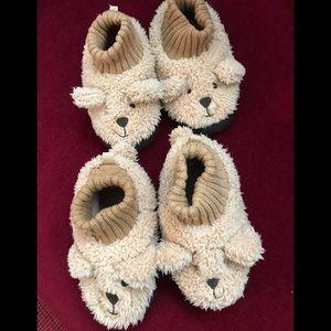 Gap slippers